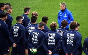 FLORENCE, ITALY - APRIL 29:  Head coach Italy Roberto Mancini reacts during an Italy training session during an Italy press conference  at Centro Tecnico Federale di Coverciano on April 29, 2019 in Florence, Italy.  (Photo by Claudio Villa/Getty Images)
