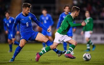 TALLAGHT, IRELAND - OCTOBER 10: Lee O'Connor of Republic of Ireland in action against Andrea Pinamonti of Italy during the UEFA U21 Championships Qualifier match between the Republic of Ireland and Italy at Tallaght Stadium on October 10, 2019 in Tallaght, Ireland. (Photo by Harry Murphy/Getty Images)