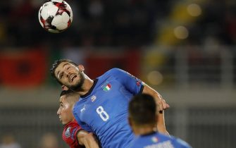 epa06255171 Albania's Valon Ahmedi (L) in action against Italy's Roberto Gagliardini (R) during the FIFA World Cup 2018 qualifying soccer match between Albania and Italy at Loro Borici stadium in Shkoder, Albania, 09 October 2017.  EPA/VALDRIN XHEMAJ