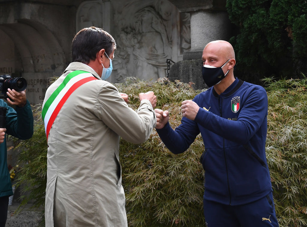 BERGAMO, ITALY - OCTOBER 14:  Mayor of Bergamo Giorgio Gori and Gianluca Vialli honor the Covid-19 Victims In Bergamo on October 14, 2020 in Bergamo, Italy.  (Photo by Claudio Villa/Getty Images)
