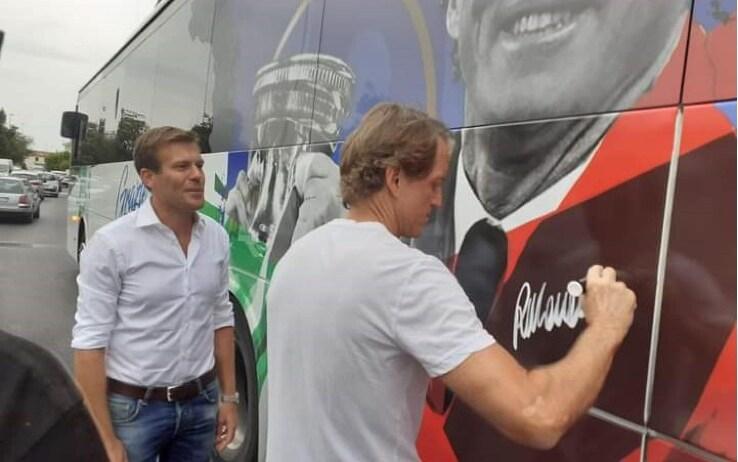 Mancini firma il suo 'murale'