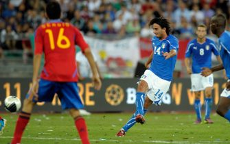 BARI, ITALY - AUGUST 10:  Alberto Aquilani of Italy scores the second goal during the international friendly match between Italy and Spain at Stadio San Nicola on August 10, 2011 in Bari, Italy.  (Photo by Claudio Villa/Getty Images)