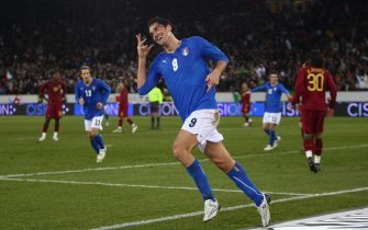 ZURICH, SWITZERLAND - FEBRUARY 06:  Luca Toni  of Italy celebrates scoring the first goal  during the International Friendly match between Italy and Portugal at the Letzigrund Stadium on February 6, 2008 in Zurich, Switzerland.  (Photo by Michael Steele/Getty Images)