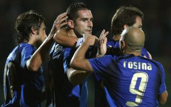 Italy forward Italy forward Cristiano Lucarelli (C) celebrates with teammates after scoring against South Africa during their friendly football match at Artemio Franchi stadium in Siena 17 October 2007. AFP PHOTO / ALBERTO PIZZOLI (Photo credit should read ALBERTO PIZZOLI/AFP via Getty Images)