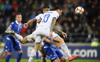 epa07923688 Italy's Alessio Romagnoli (front) scores during the UEFA Euro 2020 qualifying, Group J soccer match between Liechtenstein and Italy in Vaduz, Liechtenstein, 15 October 2019.  EPA/GIAN EHRENZELLER
