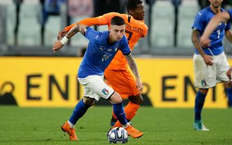 TURIN, ITALY - JUNE 4: (L-R) Daniele Baselli of Italy, Georginio Wijnaldum of Holland  during the  International Friendly match between Italy  v Holland  at the Allianz Stadium on June 4, 2018 in Turin Italy (Photo by Eric Verhoeven/Soccrates/Getty Images)