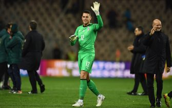 ZENICA, BOSNIA AND HERZEGOVINA - NOVEMBER 15:  Pierluigi Gollini of Italy applauds at the end of the  UEFA Euro 2020 Qualifier between Bosnia and Herzegovina and Italy on November 15, 2019 in Zenica, Bosnia and Herzegovina.  (Photo by Claudio Villa/Getty Images)