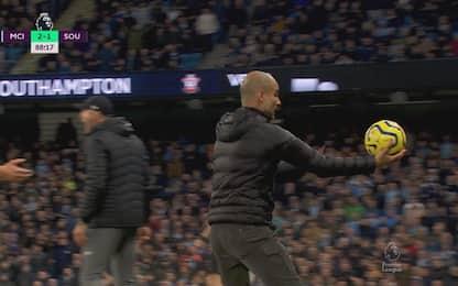 Furia Pep: regala pallone a vice allenatore Saints