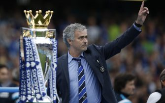Chelsea's Portuguese manager Jose Mourinho (R) gestures during the presentation of the Premier League trophy after the English Premier League football match between Chelsea and Sunderland at Stamford Bridge in London on May 24, 2015. Chelsea were officially crowned the 2014-2015 Premier League champions.  AFP PHOTO / ADRIAN DENNISRESTRICTED TO EDITORIAL USE. NO USE WITH UNAUTHORIZED AUDIO, VIDEO, DATA, FIXTURE LISTS, CLUB/LEAGUE LOGOS OR LIVE SERVICES. ONLINE IN-MATCH USE LIMITED TO 45 IMAGES, NO VIDEO EMULATION. NO USE IN BETTING, GAMES OR SINGLE CLUB/LEAGUE/PLAYER PUBLICATIONS.        (Photo credit should read ADRIAN DENNIS/AFP via Getty Images)