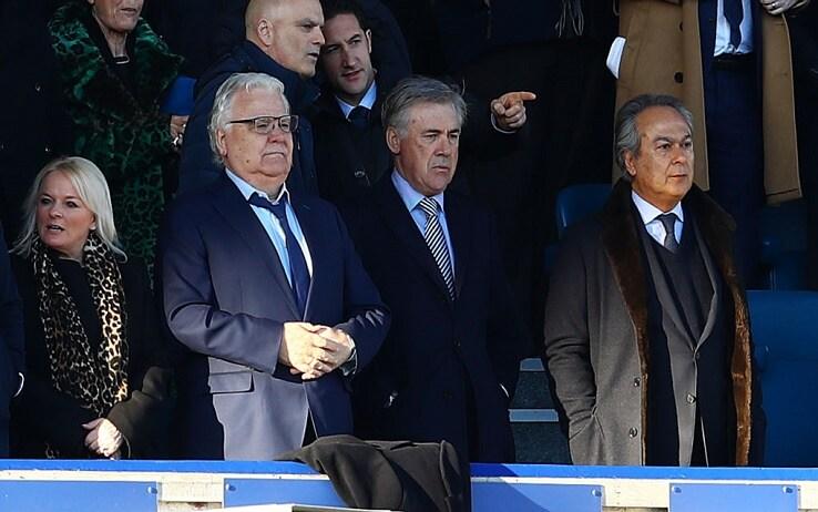 Carlo Ancelotti con Bill Kenwright e Fahrad Moshiri durante Everton-Arsenal