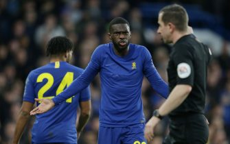 LONDON, ENGLAND - JANUARY 05: Fikayo Tomori of Chelsea complains to referee Peter Bankes during the FA Cup Third Round match between Chelsea FC and Nottingham Forest at Stamford Bridge on January 05, 2020 in London, England. (Photo by Robin Jones/Getty Images)