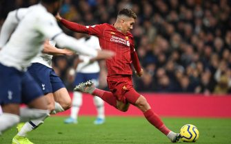 LONDON, ENGLAND - JANUARY 11: Roberto Firmino of Liverpool scores his team's first goal  during the Premier League match between Tottenham Hotspur and Liverpool FC at Tottenham Hotspur Stadium on January 11, 2020 in London, United Kingdom. (Photo by Shaun Botterill/Getty Images)