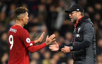LONDON, ENGLAND - JANUARY 11: Jurgen Klopp, Manager of Liverpool embraces Roberto Firmino of Liverpool following the Premier League match between Tottenham Hotspur and Liverpool FC at Tottenham Hotspur Stadium on January 11, 2020 in London, United Kingdom. (Photo by Justin Setterfield/Getty Images)