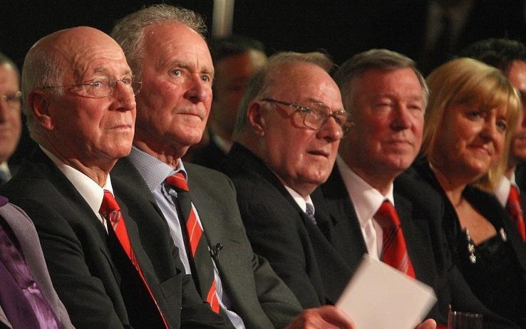 Gregg con Charlton alla cerimonia per i 50 anni del disastro aereo di Monaco