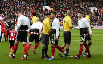 SHEFFIELD, ENGLAND - MARCH 07: Players of Sheffield United and Norwich City give each other a fist bump instead of a hand shake prior to the Premier League match between Sheffield United and Norwich City at Bramall Lane on March 07, 2020 in Sheffield, United Kingdom. (Photo by Nigel Roddis/Getty Images)