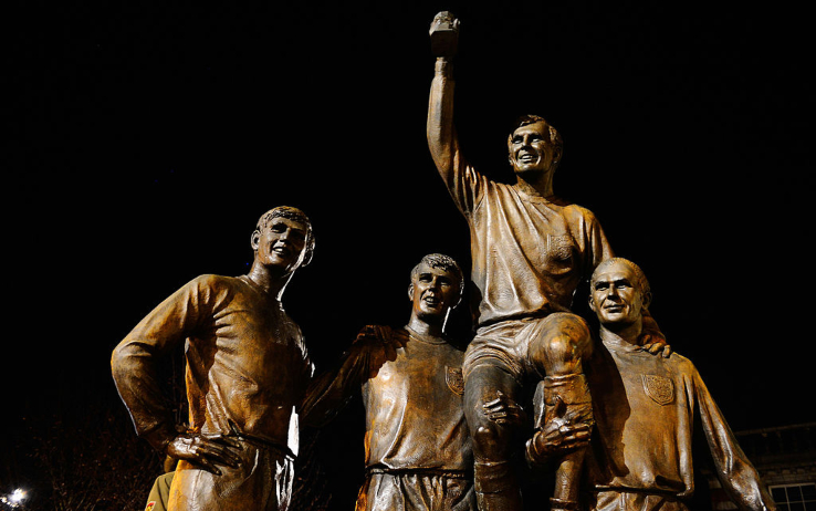 Le statue di Hurst, Peters e Bobby Moore