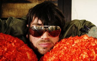 LONDON - JULY: Musician Alex James poses at a photoshoot  in London on the 14th of July 2004.(Photo by Cambridge Jones/Getty Images)