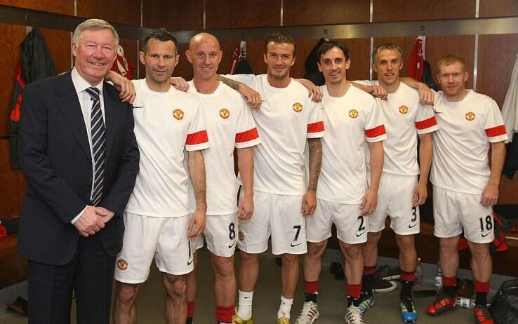 """""""The Class of 1992"""". Da sinistra: Sir Alex Ferguson, Ryan Giggs, Nicky Butt, David Beckham, Gary Neville, Phil Neville e Paul Scholes"""