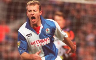 16 DEC 1995:  ALAN SHEARER OF BLACKBURN IN ACTION DURING THE  PREMIER LEAGUE GAME BETWEEN BLACKBURN AND MIDDLESBROUGH PLAYED AT THE EWOOD PARK GROUND THE GAME WAS WON BY BLACKBURN 1-0. Mandatory Credit: Mike Cooper/ALLSPORT