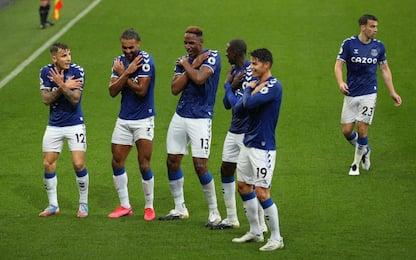 Poker Everton: è in testa. Il Leeds ferma il City