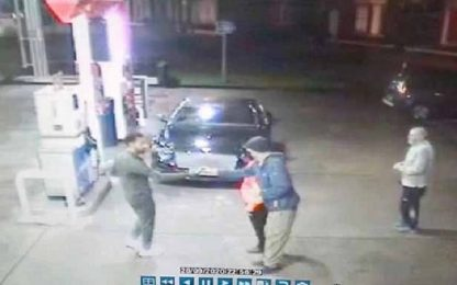 Salah salva un senzatetto dai teppisti. FOTO