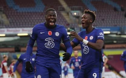 Tris del Chelsea a Burnley, il City soffre e vince