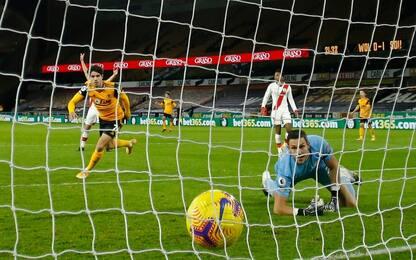 Pedro Neto risponde a Walcott: Wolves-Saints 1-1