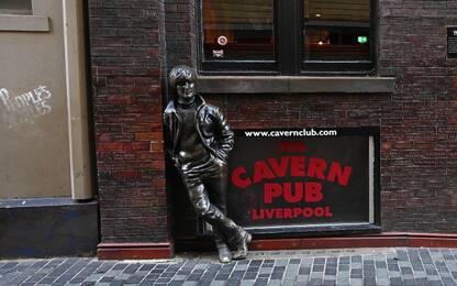 Tour di Liverpool per omaggiare John Lennon. VIDEO