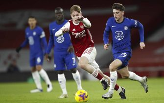 epa08904872 Arsenal's Emile Smith Rowe (L) in action against Chelsea's Mason Mount (R) during the English Premier League soccer match between Arsenal FC and Chelsea FC in London, Britain, 26 December 2020.  EPA/Andrew Boyers / POOL EDITORIAL USE ONLY. No use with unauthorized audio, video, data, fixture lists, club/league logos or 'live' services. Online in-match use limited to 120 images, no video emulation. No use in betting, games or single club/league/player publications.