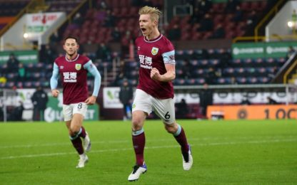 Mee lancia il Burnley, Sheffield sempre più ultimo
