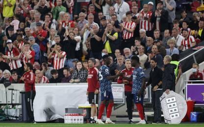 Standing ovation dei tifosi del Brentford per Saka