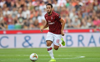 UDINE, ITALY - AUGUST 25: Hakan Calhanoglu of AC MIlan in action during the Serie A match between Udinese Calcio and AC Milan at Stadio Friuli on August 25, 2019 in Udine, Italy.  (Photo by Alessandro Sabattini/Getty Images)