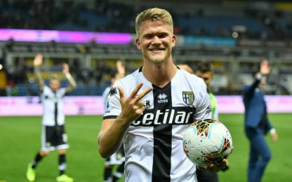 Cornelius trascina il Parma: 3 gol e 5-1 al Genoa