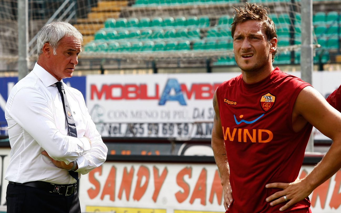 SIENA, ITALY - SEPTEMBER 13:  Claudio Ranieri the coach of ASRoma watches his players training before the Serie A match between AC Siena v AS Roma at Artemio Franchi - Mps Arena on September 13, 2009 in Siena, Italy.  (Photo by Paolo Bruno/Getty Images)