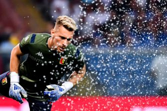 GENOA, ITALY - SEPTEMBER 01: Ionut Radu of Genoa warms up before the Serie A match between Genoa CFC and ACF Fiorentina at Stadio Luigi Ferraris on September 1, 2019 in Genoa, Italy. (Photo by Paolo Rattini/Getty Images)