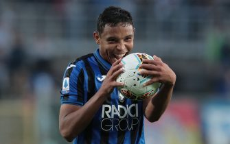 BERGAMO, ITALY - OCTOBER 27:  Luis Muriel of Atalanta BC celebrates the victory at the end of the Serie A match between Atalanta BC and Udinese Calcio at Gewiss Stadium on October 27, 2019 in Bergamo, Italy.  (Photo by Emilio Andreoli/Getty Images)