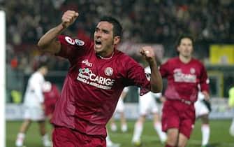 ©Stefano D'Errico / LaPresse06-03-2005 LivornoSport CalcioLivorno Palermo campionato serie A 2004 2005Nella foto ESULTANZA DI ALESSANDRO LUCARELLI DOPO IL GOL DELL'1-1