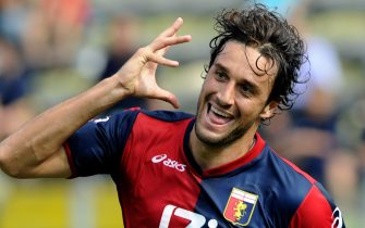 PARMA, ITALY - SEPTEMBER 19:  Celebrate of Luca Toni of Genoa CFC after the first goal during the Serie A match between Parma and Genoa at Stadio Ennio Tardini on September 19, 2010 in Parma, Italy.  (Photo by Claudio Villa/Getty Images)