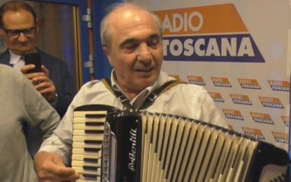 Commisso e l'inno viola con la fisarmonica. VIDEO