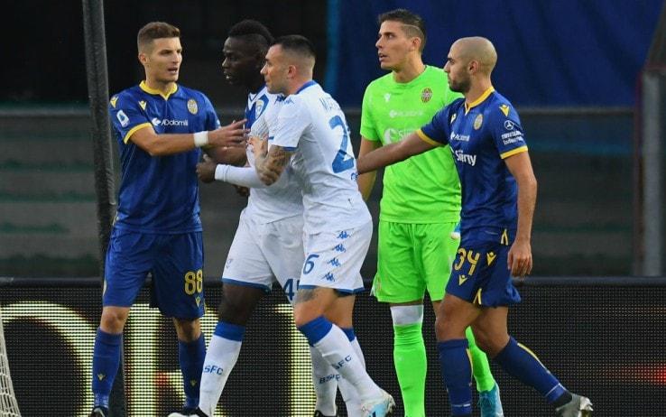Verona-Brescia, cori contro Balotelli: la reazione furiosa. VIDEO
