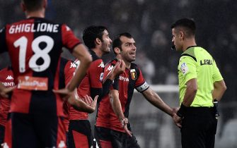 Genoa's forward Goran Pandev from Macedonia argues with the referee Antonio Giua during the Italian Serie A football match between Juventus and Genoa on October 30, 2019 at the 'Allianz Stadium' in Turin. (Photo by MARCO BERTORELLO / AFP) (Photo by MARCO BERTORELLO/AFP via Getty Images)
