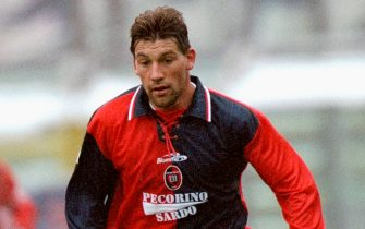 21 Nov 1999:  Fabian O''Neill of Cagliari on the ball during the Serie A match against Parma at the Stadio Tardini in Parma, Italy.  \ Mandatory Credit: Claudio Villa /Allsport