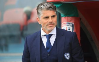 CAGLIARI, ITALY - APRIL 14: Cagliari's coach Diego Lopez looks on  during the serie A match betweenCagliari Calcio v Udinese Calcio at Stadio Sant'Elia on April 14, 2018 in Cagliari, Italy.  (Photo by Enrico Locci/Getty Images)