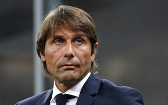 MILAN, ITALY - AUGUST 26:  Antonio Conte head coach of FC Internazionale looks on during the Serie A match between FC Internazionale and US Lecce at Stadio Giuseppe Meazza on August 26, 2019 in Milan, Italy.  (Photo by Alessandro Sabattini/Getty Images)