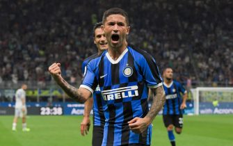 Inter Milan's Italian midfielder Stefano Sensi celebrates after scoring during the Italian Serie A football match Inter Milan vs US Lecce on August 26, 2019 at the San Siro stadium in Milan. (Photo by Miguel MEDINA / AFP)        (Photo credit should read MIGUEL MEDINA/AFP via Getty Images)