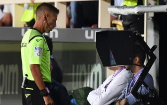 Italian referee Davide Massa checks the VAR assistant referee viedo screen during the Italian Serie A football match Fiorentina vs Napoli on August 24, 2019 at the Artemio-Franchi stadium in Florence. (Photo by Andreas SOLARO / AFP)        (Photo credit should read ANDREAS SOLARO/AFP via Getty Images)