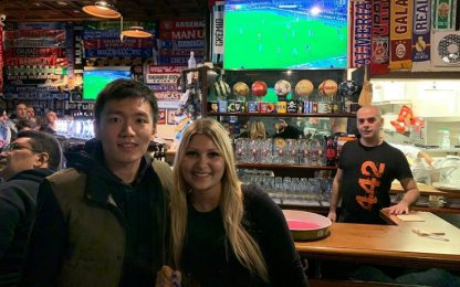 Steven Zhang tra i tifosi al pub per Toro-Inter