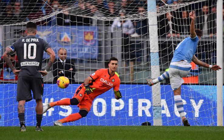 Il rigore del 2-0 di Immobile contro l'Udinese