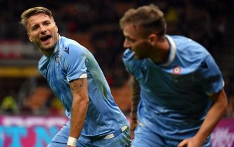 MILAN, ITALY - NOVEMBER 03:  Ciro Immobile of SS Lazio celebrate a opening goal with his team mates during the Serie A match between AC Milan and SS Lazio at Stadio Giuseppe Meazza on November 3, 2019 in Milan, Italy.  (Photo by Marco Rosi/Getty Images)