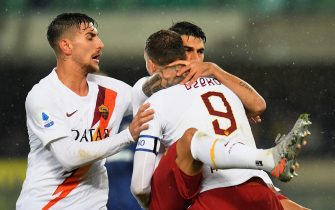 VERONA, ITALY - DECEMBER 01:  Diego Perotti of As Roma celebrates after scoring his team second goal during the Serie A match between Hellas Verona and AS Roma at Stadio Marcantonio Bentegodi on December 1, 2019 in Verona, Italy.  (Photo by Alessandro Sabattini/Getty Images)